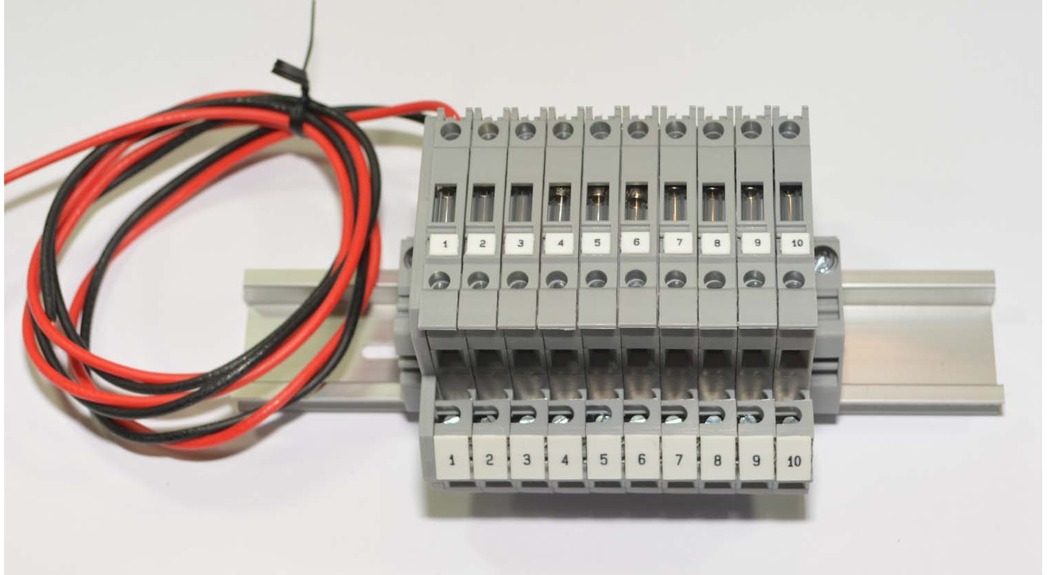 Altech DDFL4U-A10 Double Level Fused DIN Rail Terminal Block embly on